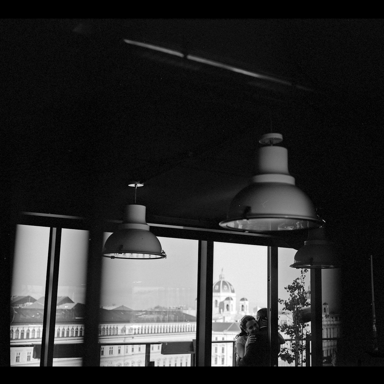 katona-tamas-fotos-eskuvoi-analog-fekete-feher-kepek-fotozasa-032