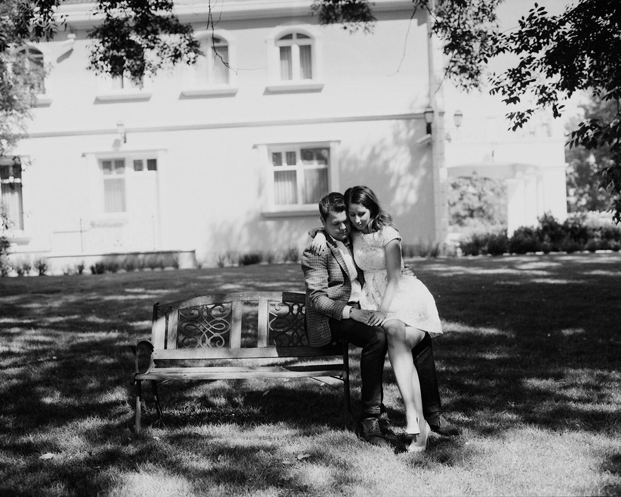 katona-tamas-fotos-eskuvoi-analog-fekete-feher-kepek-fotozasa-096